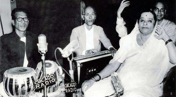 Padharinath-Kale-harmonium-Pt.-Yeshwantrao-Kerkar-tabla-brother-of-Kesarbai