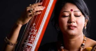Female Tanpura player