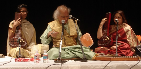Pandit Jasraj using Small tanpuras for accompanying